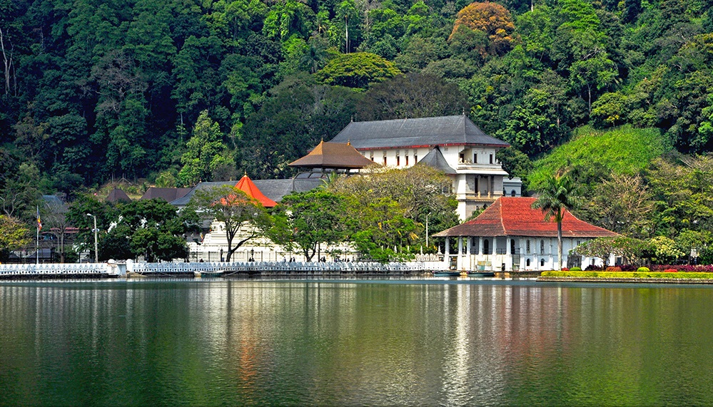 temple-of-The-Tooth-Relic-kandy