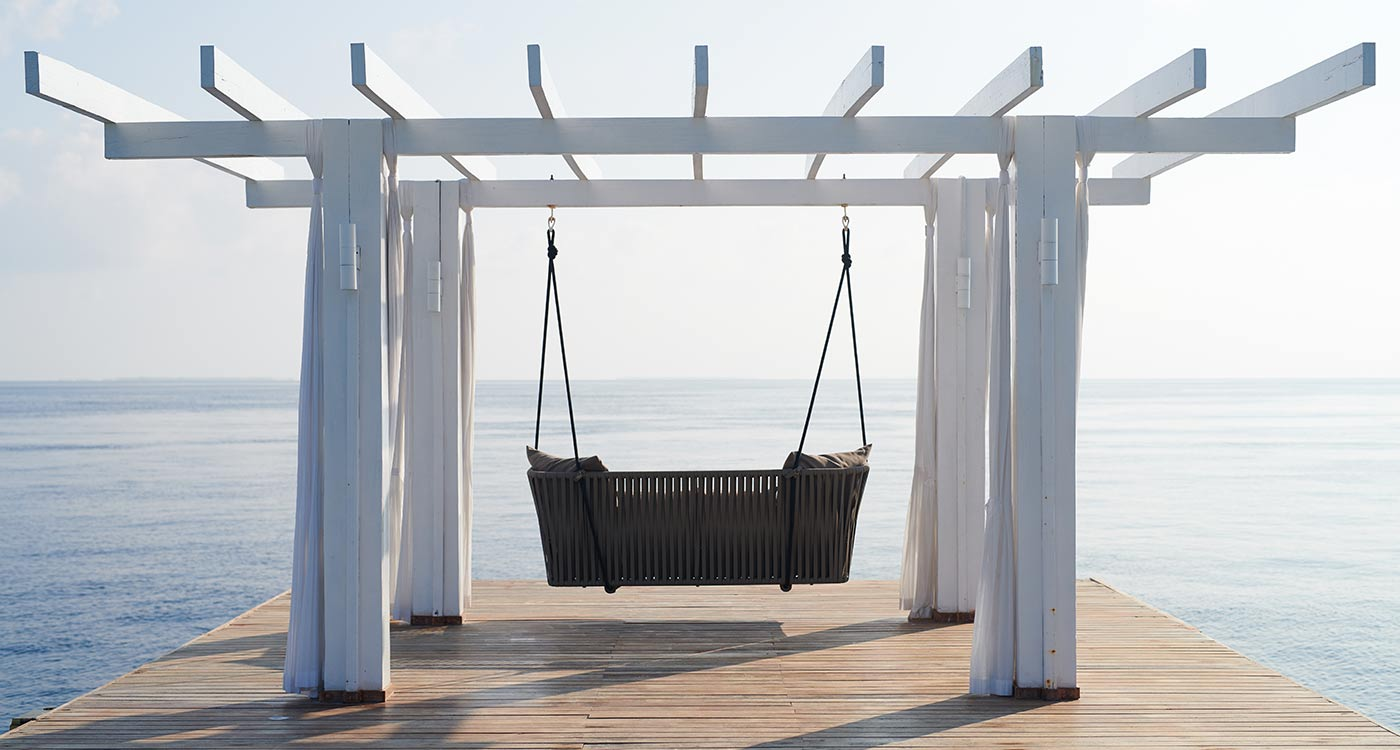 Swing overlooking the sea at Amaya Kuda Rah