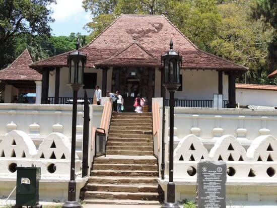 Religious Sites in Kandy - Vishnu Devalaya